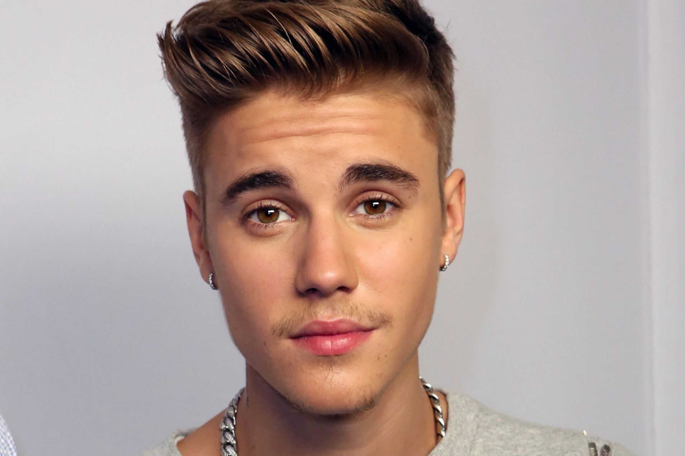 "justin bieber releases ""what do you mean?"" music video — listen here"